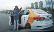 Nữ tài xế gây tai nạn, xuống xe chỉ tay dằn mặt đối phương