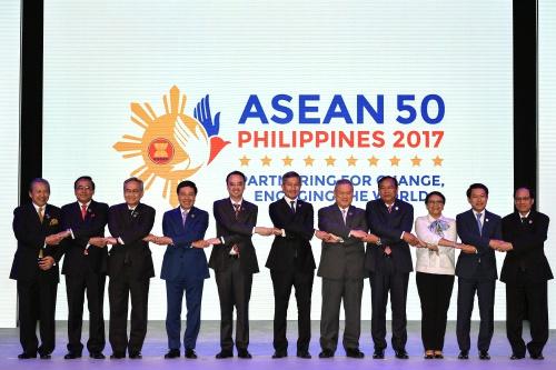 Các ngoại trưởng ASEAN tại phiên khai mạc hội nghị. Ảnh: Reuters.