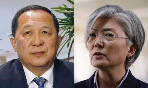 Ngoại trưởng Triều Tiên Ri Yong-ho và người đồng cấp Hàn Quốc Kang Kyung-wha. Ảnh: AP.