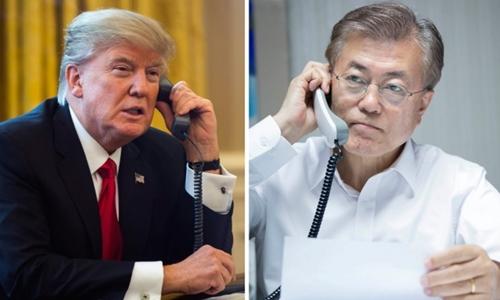 Tổng thống Mỹ Donald Trump (trái) và người đồng cấp Hàn Quốc Moon Jae-in. Ảnh: Yonhap.