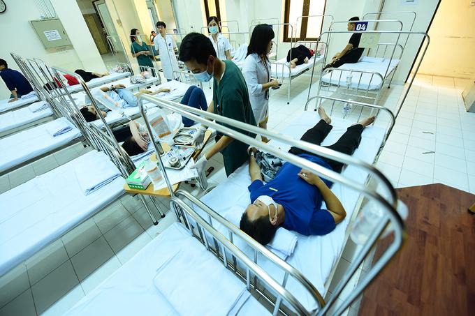 Cả nghìn người khám sốt xuất huyết mỗi ngày ở Hà Nội