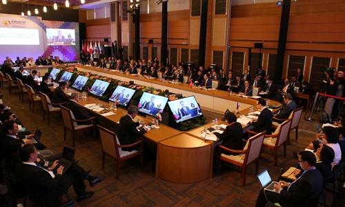 Hội nghị Bộ trưởng Ngoại giao các nước tham gia Cấp cao Đông Á (EAS) lần thứ 7 tại Manila, Philipines, ngày 7/8. Ảnh: Reuters.