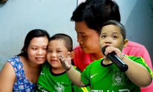 Cậu bé 6 tuổi ở Bình Dương hát bolero thu hút triệu người xem