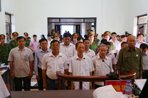 can-bo-dia-chinh-thao-tung-dat-o-dong-tam-bi-de-nghi-7-8-nam-tu