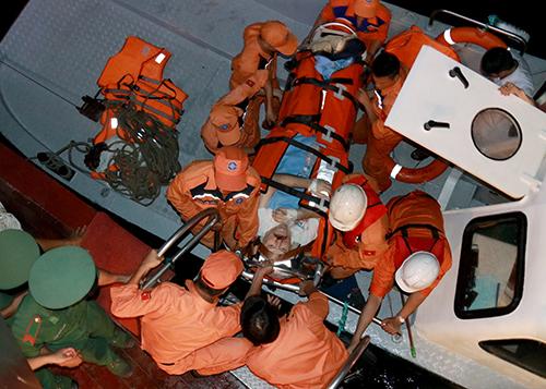 Cứu hộ vượt 140 hải lý giúp người nước ngoài đột quỵ trên biển