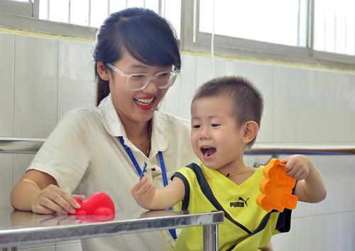 Bé trai hai tuổi bị bỏ rơi trước bệnh viện ở Sài Gòn
