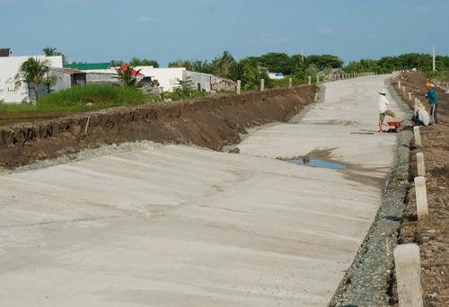 Công trình có nguồn vốn đầu tư hơn 150 tỷ đồng đã hư hỏng sau vài tháng đưa vào sử dụng. Ảnh: Phúc Hưng.