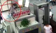 Hành khách xe buýt Trung Quốc mang theo hai cánh tay người
