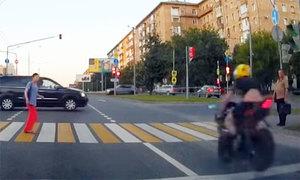 Biker vượt đèn đỏ, đập vào ôtô tử vong tại chỗ