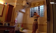 Khó đỡ trước cảnh tắm vẫn mặc nguyên váy áo trong phim Việt