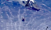 Trực thăng Mỹ cứu phi công tiêm kích rơi trên biển