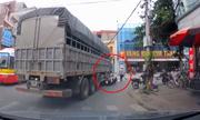 Người phụ nữ thoát chết bị ôtô tải đè xe máy