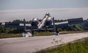 Cường kích Mỹ tập cất hạ cánh khẩn cấp trên đường cao tốc