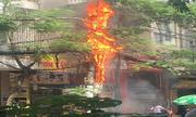 Cột điện cháy nổ như pháo hoa ở Hà Nội