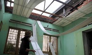 Lốc xoáy thổi bay hàng chục mái nhà ở Lâm Đồng