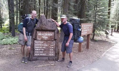 Brian McKinney và Sam Vonderheide ở Công viên Quốc gia Sequoia. Ảnh: Brian McKinney.