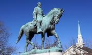 Bức tượng đại tướng châm ngòi cho cuối tuần bão tố ở thành phố Mỹ