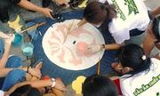 Hơn 100 bạn trẻ 'khoác áo mới' cho nắp cống ở Hà Nội