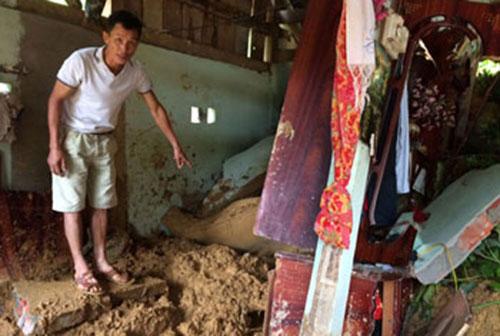 Anh Doanh Thiêm Phương cho biết: Đất đã vùi lấp toàn bộ gian phòng  khiến con (con riêng của vợ), cháu Ngô Thanh Tâm 5 tuổi tử vong