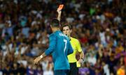 Ronaldo đẩy trọng tài sau khi nhận thẻ đỏ