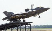 Tiêm kích F-35B Anh tập cất cánh từ cầu nhảy