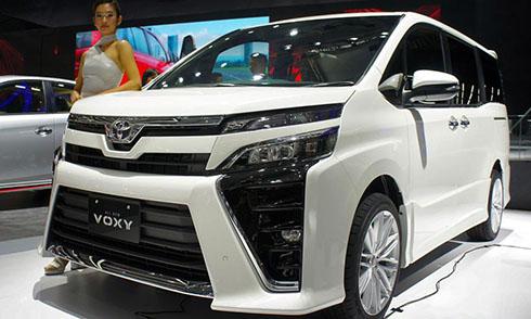 Toyota Voxy 2017 - MPV đàn anh của Innova trình làng