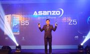 Khách hàng trải nghiệm điện thoại đầu tiên của Asanzo