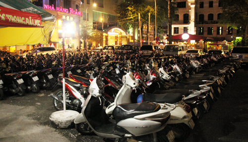 'Bãi xe khủng' giữa Sài Gòn bị ngừng hoạt động