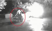 Hai người đi xe máy ném bom xăng đốt máy xúc