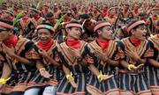 Kỷ lục hơn 12.000 nam giới nhảy điệu truyền thống ở Indonesia