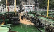 Hơn 200 lít dầu tràn xuống vịnh Hạ Long
