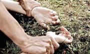'Yêu râu xanh' khống chế thiếu nữ ở bãi đất trống