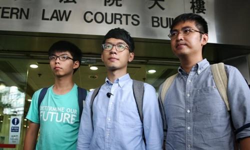 Từ trái sang, Joshua Wong