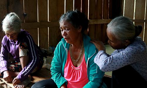 Thân nhân các nạn nhân đau đơn