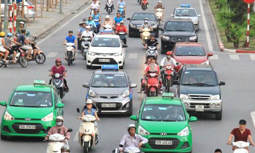 Hà Nội cấm taxi, ôtô hoạt động trên nhiều tuyến phố