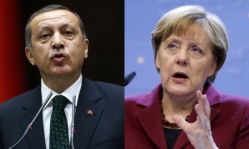 Tổng thống Thổ Nhĩ Kỳ Tayyip Erdogan (trái) và Thủ tướng Đức Angela Merkel. Ảnh: Reuters.