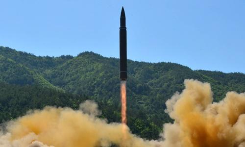 Một vụ phóng thử tên lửa của Triều Tiên. Ảnh: Reuters/KCNA.