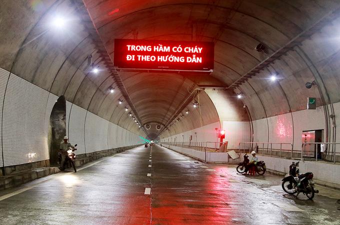 Bên trong hầm Đèo Cả trước ngày thông xe