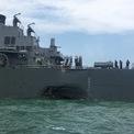 Chiến hạm Mỹ thủng lỗ lớn sau khi va chạm tàu dầu ngoài khơi Singapore
