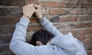 Vì sao có kẻ côn đồ đánh người mà không bị công an bắt?