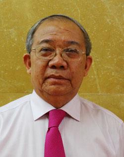 tang-bang-khen-giao-su-am-nhac-cho-ca-si-ngoc-son-la-khong-phu-hop