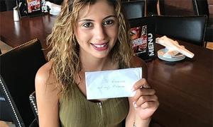Phục vụ bữa ăn 20 USD, nữ bồi bàn Mỹ được bo 1.200 USD