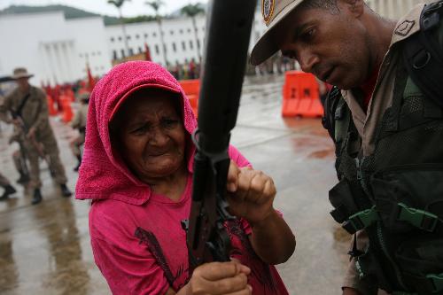 venezuela-tap-tran-toan-quoc-sau-loi-de-doa-cua-trump-1