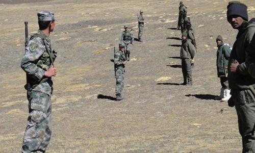 Bình sĩ Ấn Dộ và Trung Quốc tại khu vực biên giới. Ảnh: NDTV.