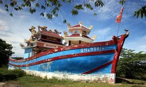 Ngư dân Quảng Nam xây 'tàu' thờ cá Voi