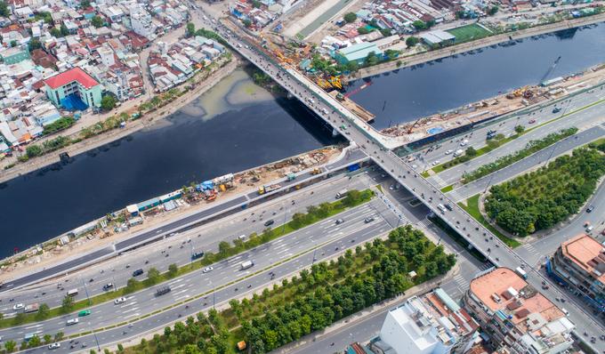 Nhánh cầu nối đại lộ hiện đại nhất TP HCM xong trước hai tháng