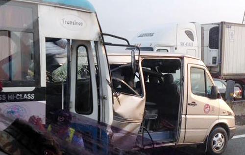 Hiện trường vụ tai nạn trên cao tốc Trung Lương. Ảnh: Hoàng Nam