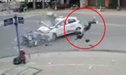 Taxi tông thanh niên bay lộn 4 vòng