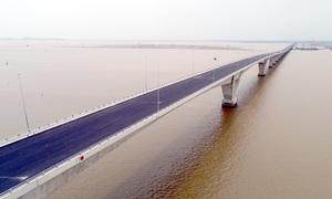 Đưa vào sử dụng cầu vượt biển dài hơn năm km
