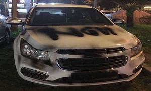Ôtô bị phun sơn bẩn ở Sài Gòn